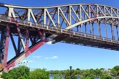 El puente de la puerta del infierno (puente del arco de East River) en New York City fotografía de archivo
