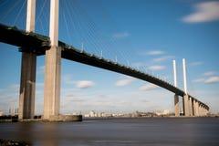 El puente de la reina Elizabeth II a través del río Támesis en Dartford Imágenes de archivo libres de regalías