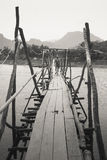 El puente de madera Imágenes de archivo libres de regalías