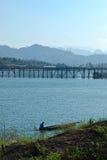 El puente de madera más largo de Tailandia Imágenes de archivo libres de regalías