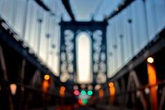 El puente de Manhattan enseguida después de la puesta del sol Imágenes de archivo libres de regalías
