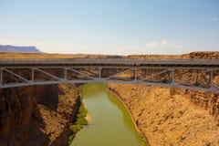El puente de Navajo en el barranco de la cañada, Arizona fotos de archivo