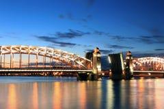 El puente de Peter el grande, St Petersburg, Rusia Imagen de archivo