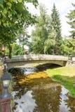 El puente de piedra peatonal en Koprivshtitsa, Bulgaria Fotografía de archivo libre de regalías