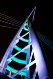 El puente de Saeyeon coloreado enciende el fondo negro de la arquitectura Foto de archivo libre de regalías