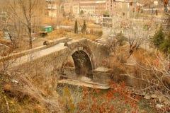 El puente de Sanahin con la figura del gato en la región de Lorri, Armenia Fotografía de archivo libre de regalías