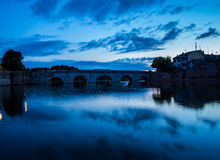 El puente de Tiberius en Rímini en la puesta del sol Fotos de archivo libres de regalías