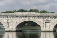El puente de Tiberius en Rimini Fotos de archivo