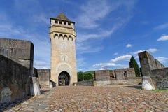 El puente de Valentre es el símbolo de Cahors Fotos de archivo