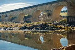 El Puente del Arzobispo, provincia de Toledo, Castille-La Mancha, Espa?a El puente del arzobispo fotos de archivo libres de regalías