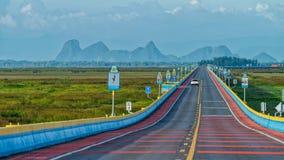 El puente del camino más largo de Tailandia Imagen de archivo libre de regalías