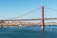 El puente del 25 de abril en Lisboa, Portugal Foto de archivo