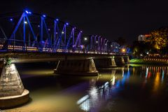 El puente del hierro sobre el río del silbido de bala en Chiang Mai Foto de archivo libre de regalías