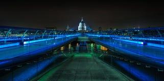 El puente del milenio, Londres Foto de archivo