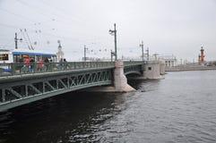 El puente del palacio Foto de archivo libre de regalías