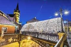 El puente del ` s del mentiroso de la ciudad medieval de Sibiu, en Transilvania durante la Navidad justa Imagenes de archivo