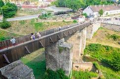 El puente delante de la estructura del castillo de Corvins de John Hunyadi Fotografía de archivo