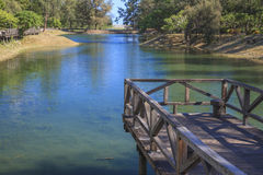 El puente en el lago Imágenes de archivo libres de regalías