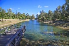 El puente en el lago Fotografía de archivo libre de regalías