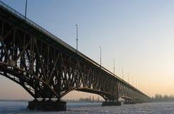 El puente en invierno. Fotografía de archivo libre de regalías
