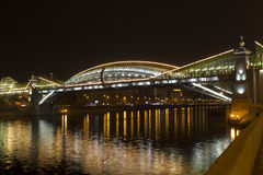 El puente en la noche, Moscú de Bogdan Khmelnitsky Foto de archivo