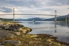 El puente entre las islas imagen de archivo libre de regalías
