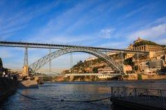 El puente famoso de Dom Louis I en Oporto Fotografía de archivo