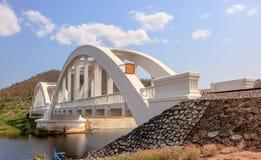 El puente ferroviario sobre el río Imagen de archivo libre de regalías