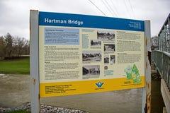 El puente histórico de Hartman firma adentro nueva Hamburgo, Ontario fotos de archivo