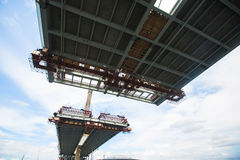 El puente inacabado cable Visión inferior Foto de archivo libre de regalías