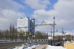 El puente madera-ardiendo de madera fue empleado en 1903-1904 el sitio de un puente de madera viejo 1404 Restaurado en 2017-2018 Fotografía de archivo