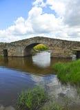 El puente medieval de Santiago de Bencaliz, provincia de Caceres, España Imagen de archivo