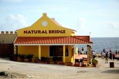 El puente natural firma adentro Aruba Fotos de archivo