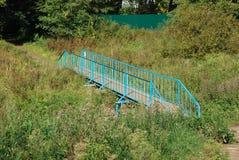 El puente para cruzar The Creek Fotografía de archivo libre de regalías