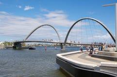 El puente peatonal de Elizabeth Quay Foto de archivo libre de regalías
