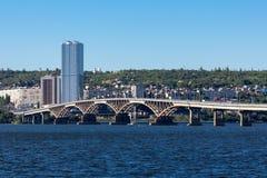 El puente Saratov Engels el río Volga, Foto de archivo libre de regalías
