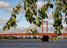 El puente sobre el río Fotografía de archivo libre de regalías