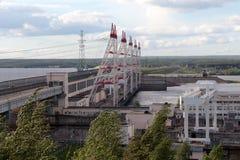 El puente sobre el río Foto de archivo libre de regalías