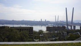 El puente a través del cuerno de oro vladivostok Fotos de archivo
