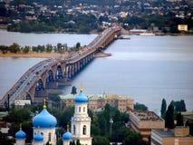 El puente a través del Volga Imagen de archivo