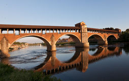 El puente viejo de Pavía foto de archivo