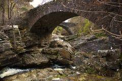 El puente viejo en Invermoriston Fotos de archivo libres de regalías