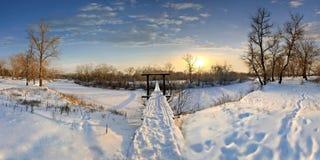 El puente y la nieve Foto de archivo