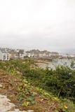 El puerto de Douarnenez visto puesto que el rastro Plomarc& x27; h y x28; ¿Brittany Finist? re France& x29; Fotografía de archivo