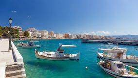 El puerto de la ciudad de Loutraki, Corinthia, Grecia Foto de archivo