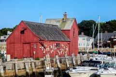 El puerto de Rockport y el edificio rojo saben como adorno número uno Fotos de archivo libres de regalías