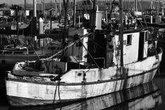 El PUERTO del ATERRIZAJE del MUSGO, CALIFORNIA - 5 de febrero de 2018 - los barcos atracó en Moss Landing Harbor, Moss Landing Ca fotografía de archivo