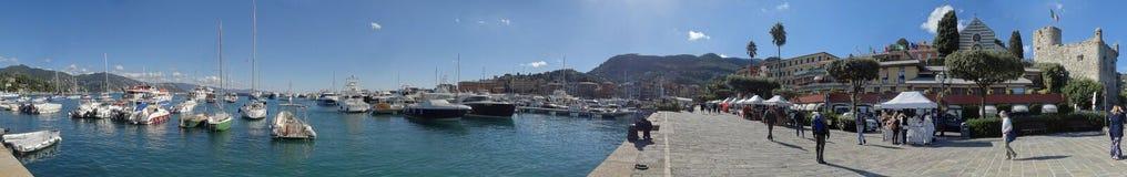 El puerto deportivo de Santa Margherita Ligure y la explanada de la costa fotos de archivo libres de regalías