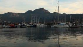 El puerto deportivo en Calvi, Córcega metrajes