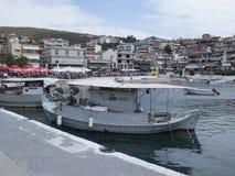 El puerto en el pueblo de Neos Marmaras, Sithonia, Grecia Imagen de archivo
